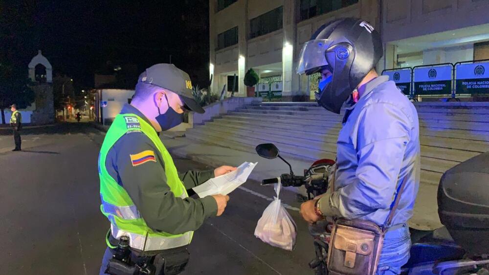 361978_Comparendos en Santander en primera noche de toque de queda bluradio