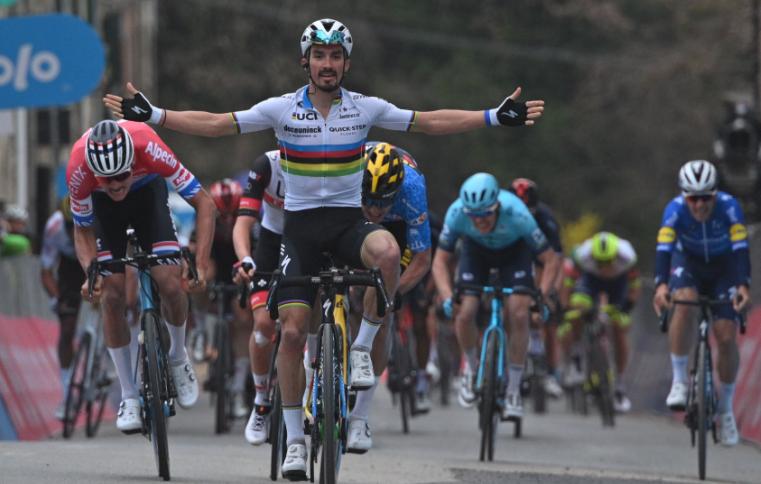 Julian Alaphilippe ganó la etapa 2 de Tirreno-Adriático