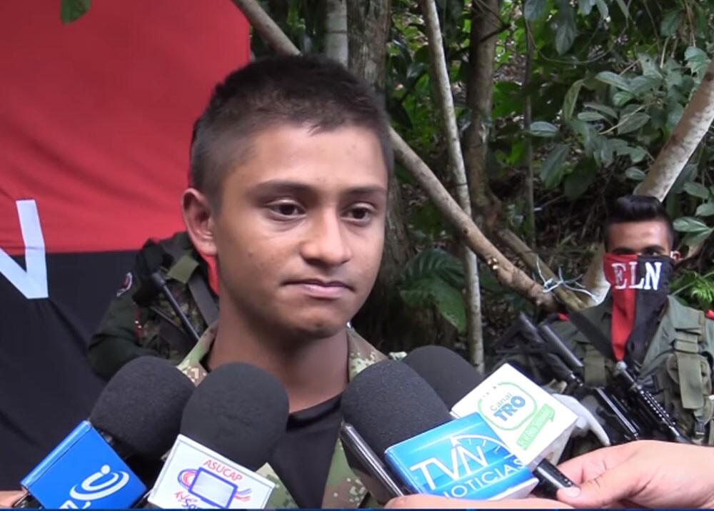 soldado liberado por el ELN que lloró.jpg