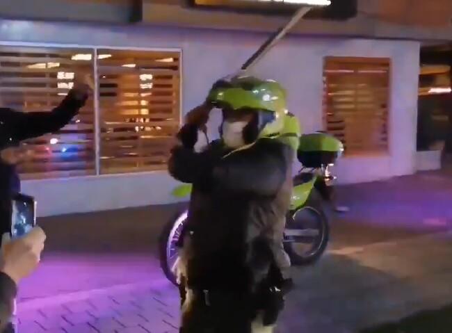 policia ataca palo.jpg