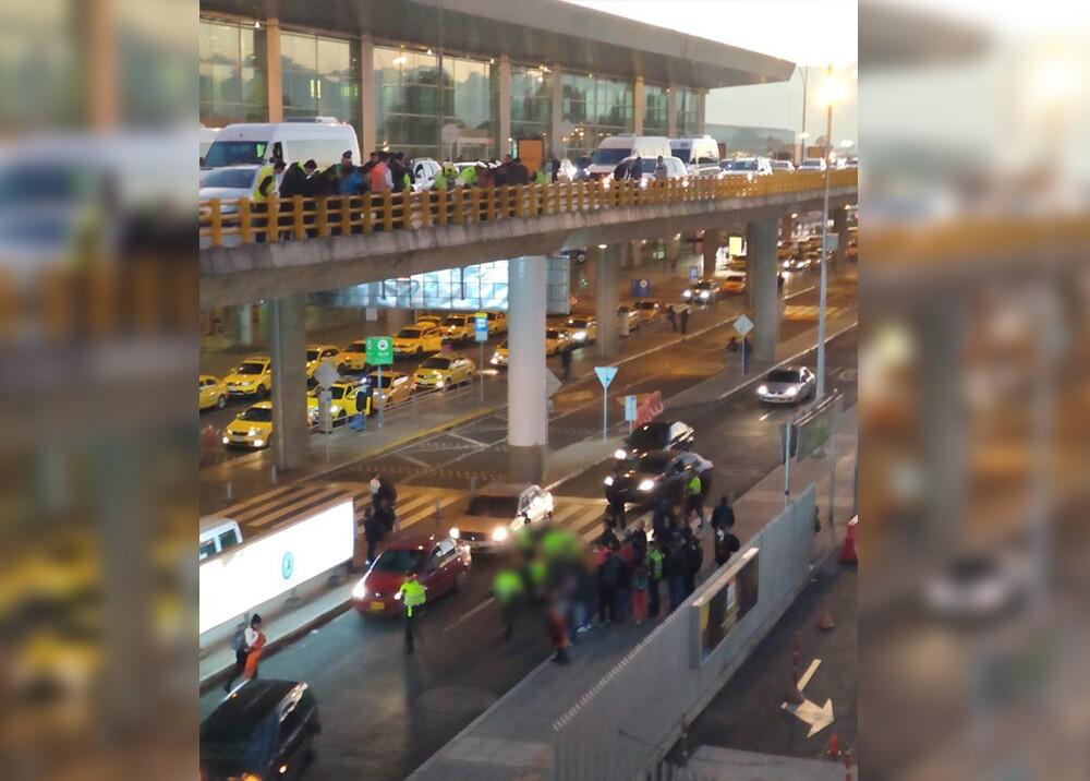 20806_Hombre se lanzó del segundo piso del aeropuerto / Foto: suministrada