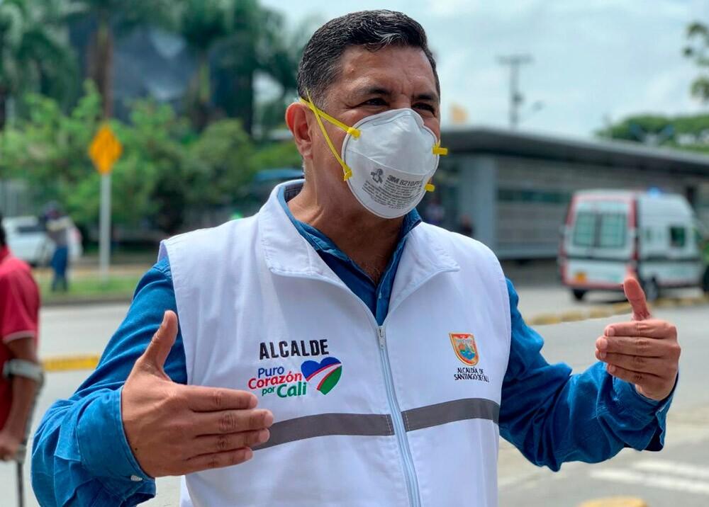 Alcalde de Cali Jorge Iván Ospina usando tapabocas