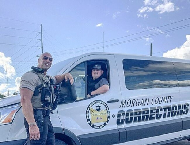 policia doble de la roca johnson