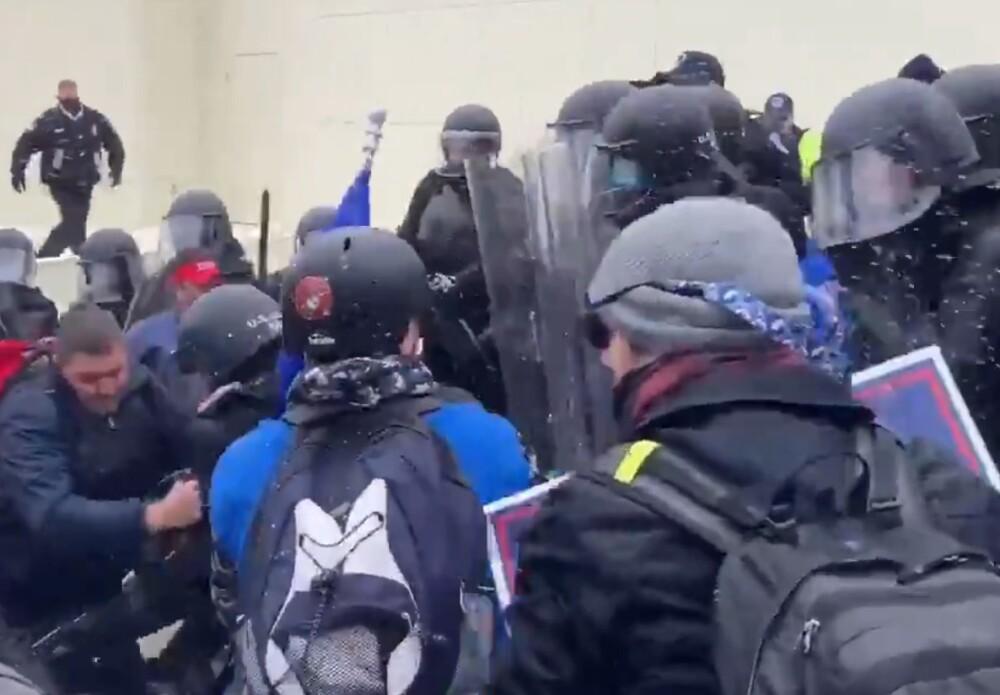 Disturbios en Washington. Foto Twitter @Julio_Rosas11