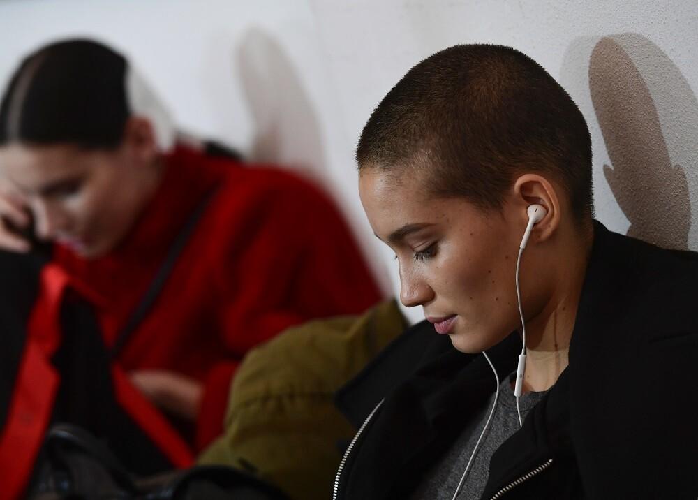 343119_BLU Radio // Persona escuchando música, imagen de referencia // Foto: AFP