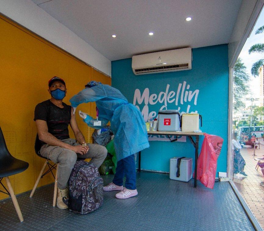 Vacunación COVID 19 en Medellín, Antioquia.jpg