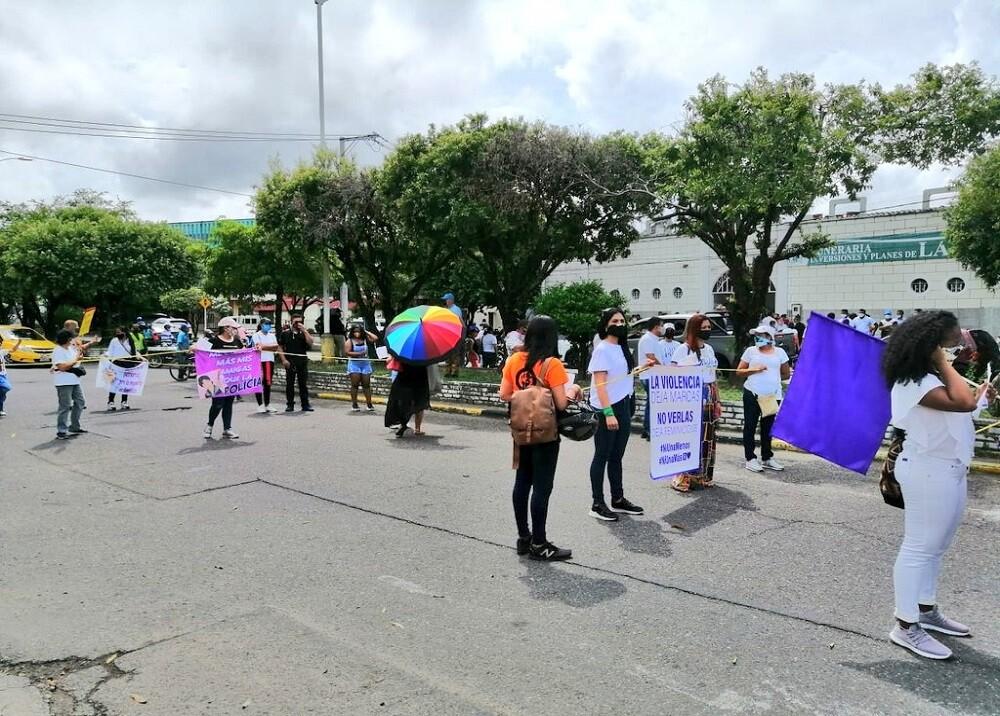 372012_BLU Radio. Marcha rechazo asesinato docente / Foto: suministrada