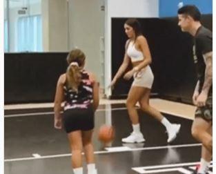 James y Daniela jugando basquetbol.JPG