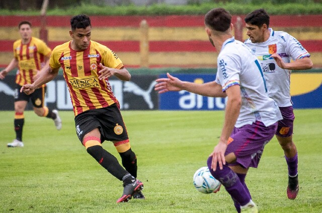 Progreso contra Villa Española, en la Liga de Uruguay