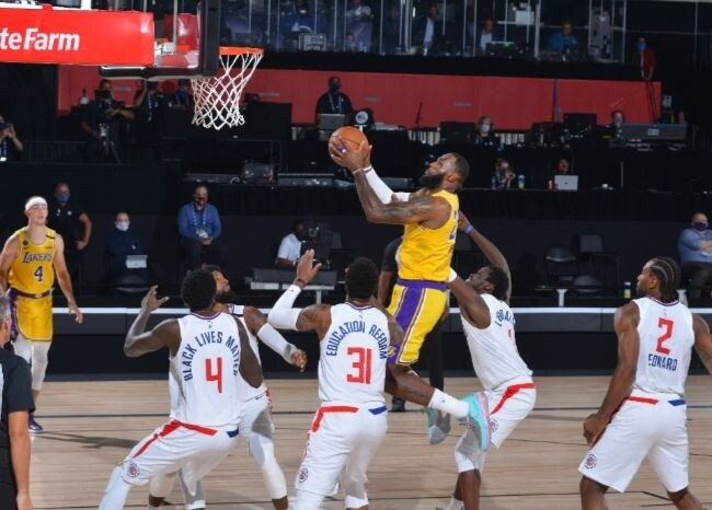 372813_Lakers-Clippers / AFP