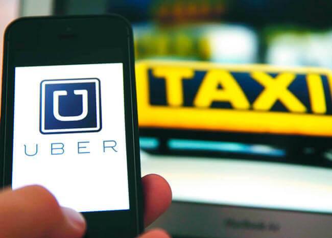 356533_Uber y Taxi / Foto: Referencia AFP