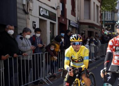 Primoz Roglic se mantuvo líder de la Vuelta al País Vasco tras la etapa 3.