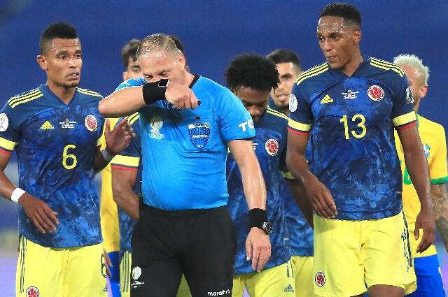 Néstor Pitana, en Brasil vs. Colombia