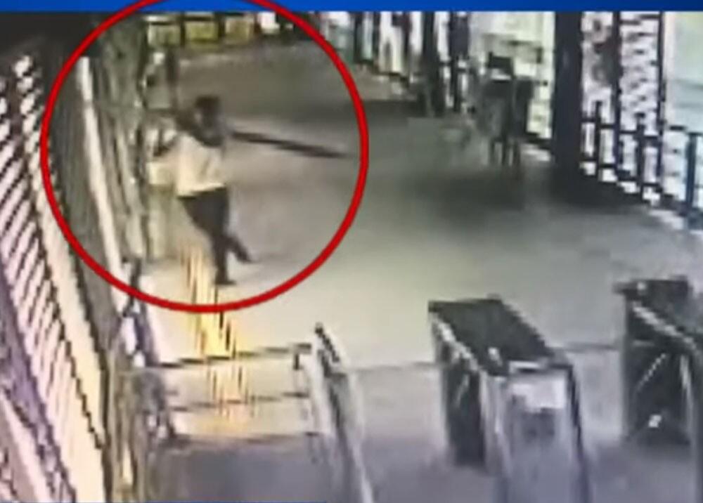 joven grabado robando en bucaramanga.jpg
