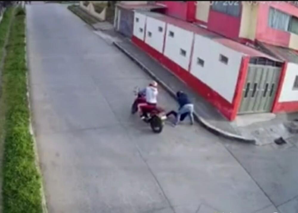 Roban bolso a mujer en pasto ladrones foto Captura de video.jpg