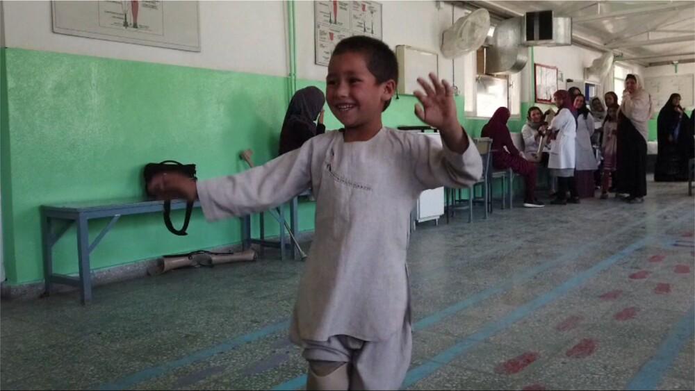 331756_nino_afgano_bailando.jpg