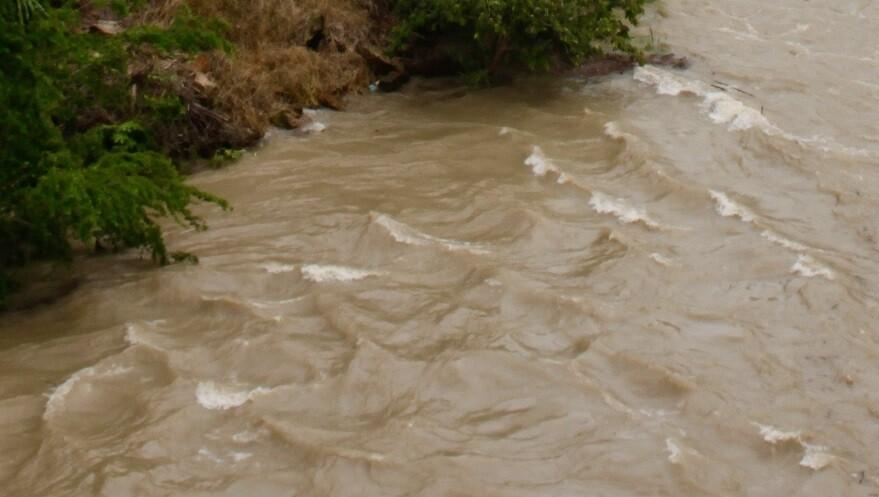 Hombre soltó a su bebé tras caer al río Bermejo
