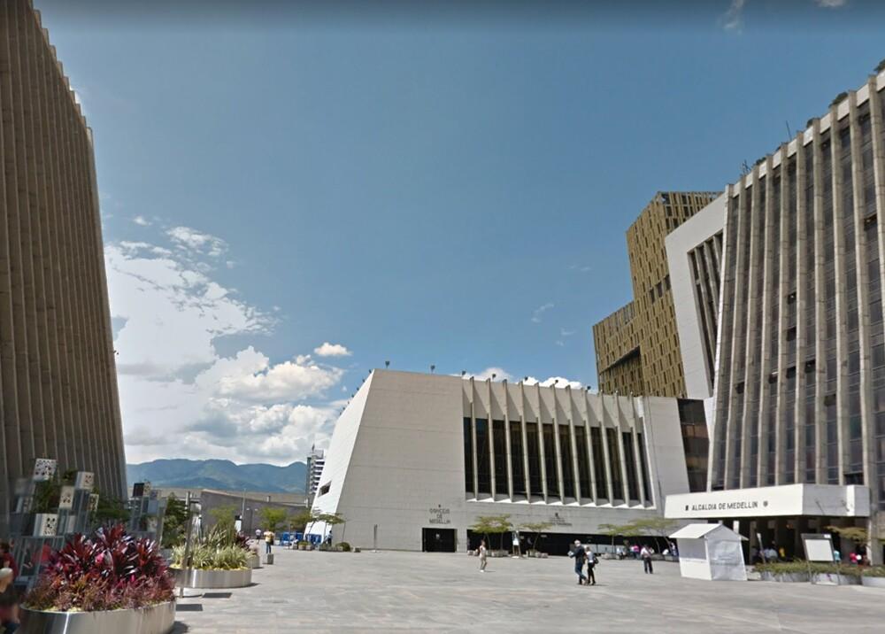 318368_Blu Radio. Centro Administrativo La Alpujarra / Foto: Google Maps
