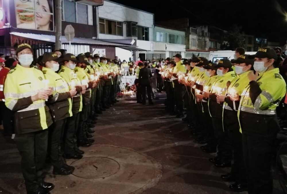 homenaje y velaton por policia que murio en bogota.jpeg