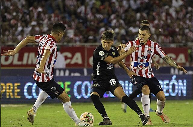333206_Teófilo Gutiérrez y Rafael Carrascal en la final de la Liga