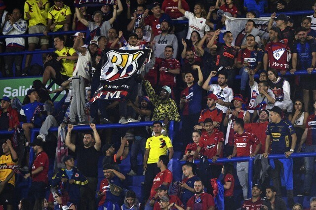 333603_Hinchas del Medellín en el estadio La Bombonera