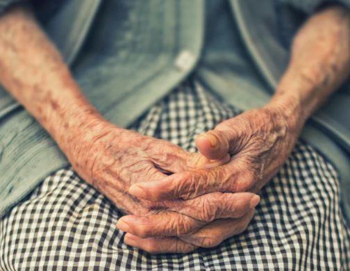 descubren abuela muerta porque no fue a vacunarse contra el COVID