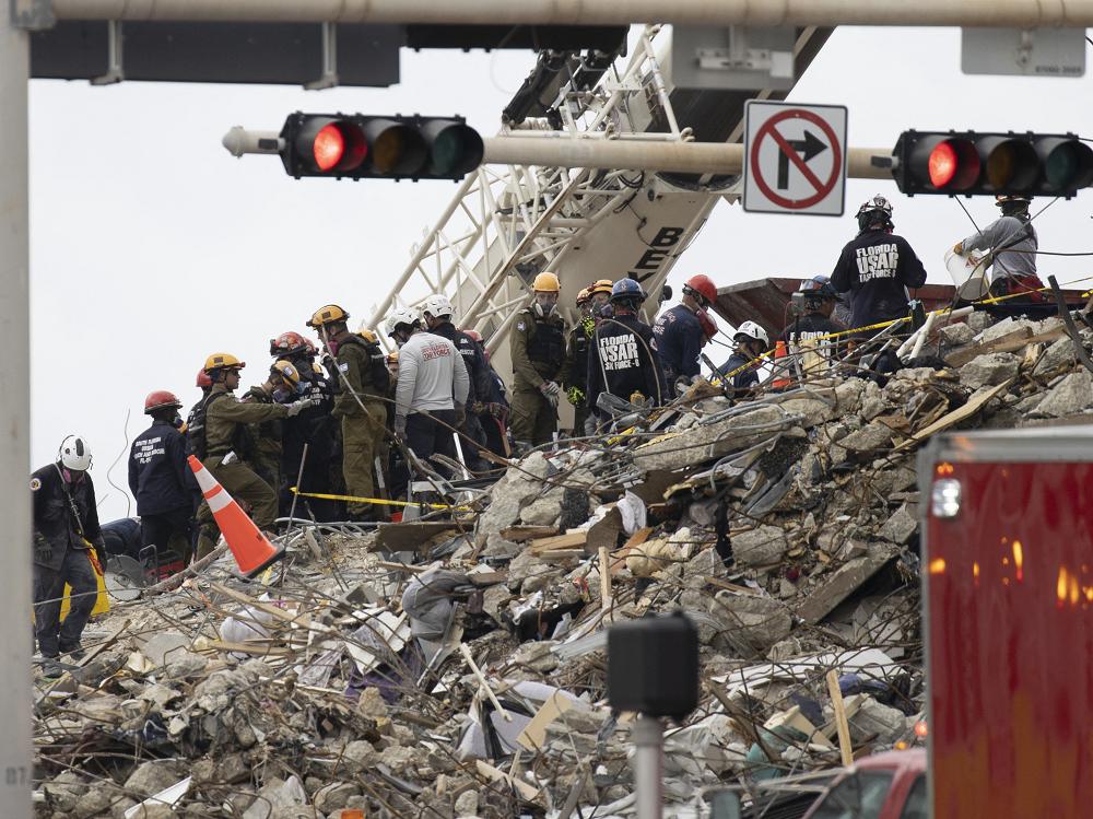 Labores de rescate en edificio de Miami Foto AFP.png
