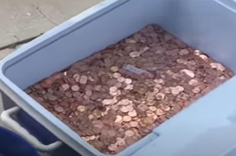 pagó cuota alimentaria con monedas de un centavo