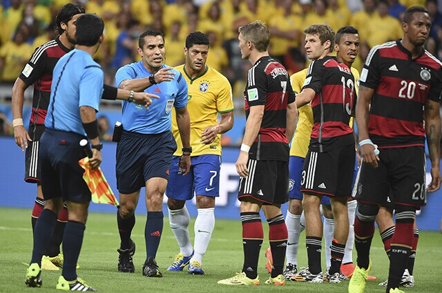 319237_arbitro_brasil_alemania_210819_afpe.jpg