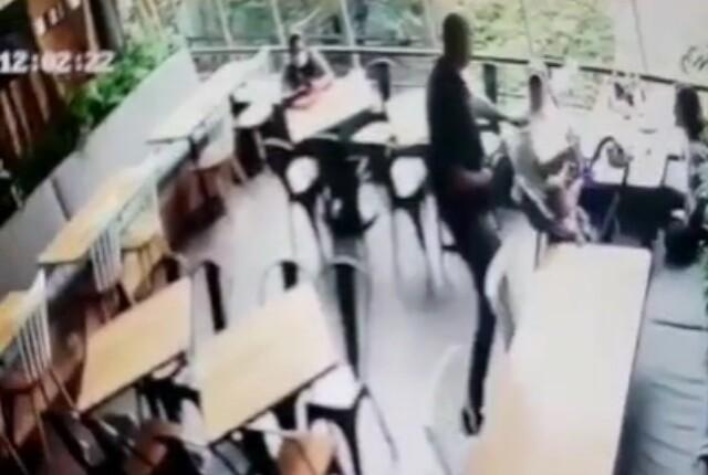 video de robo en San Lucas amenazan con pistola a bebé.