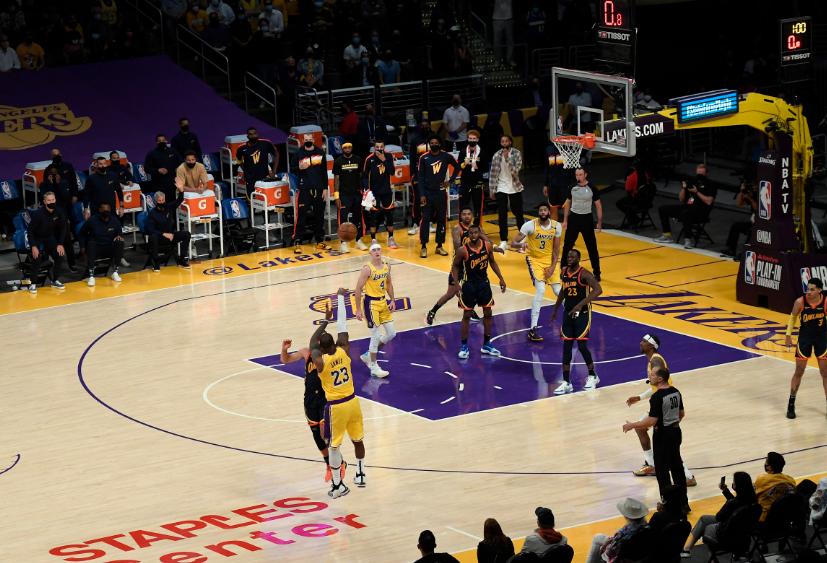 LeBron James fue el héroe de Los Ángeles Lakers frente a Golden State Warriors.