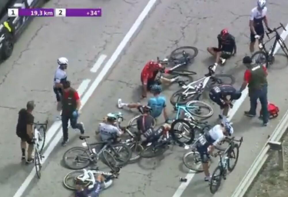 Caída de Egan Bernal en la Vuelta a Burgos.jpg
