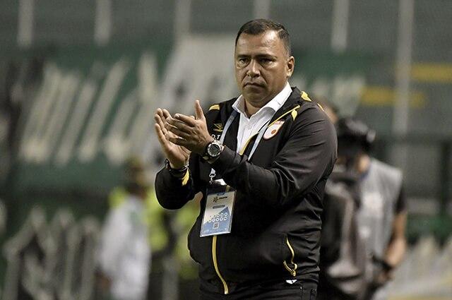 332260_Harold Rivera, entrenador de Santa Fe