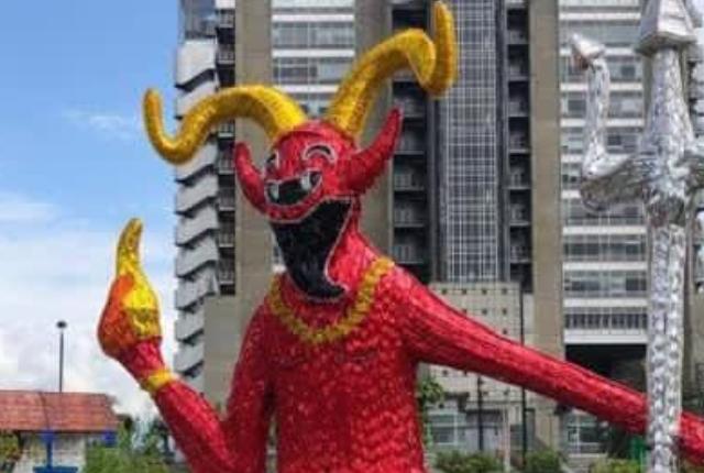 diablo en alumbrados navideños causa controversia.png
