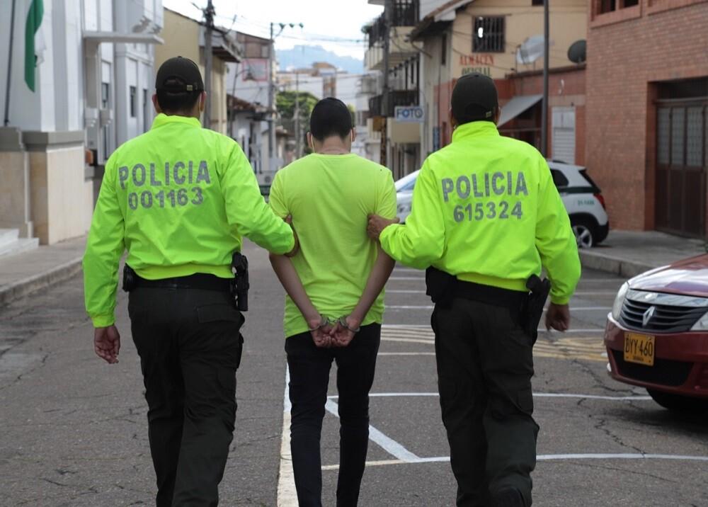 FOTO CAPTURA QUEMA DAVIVIENDA.jpg