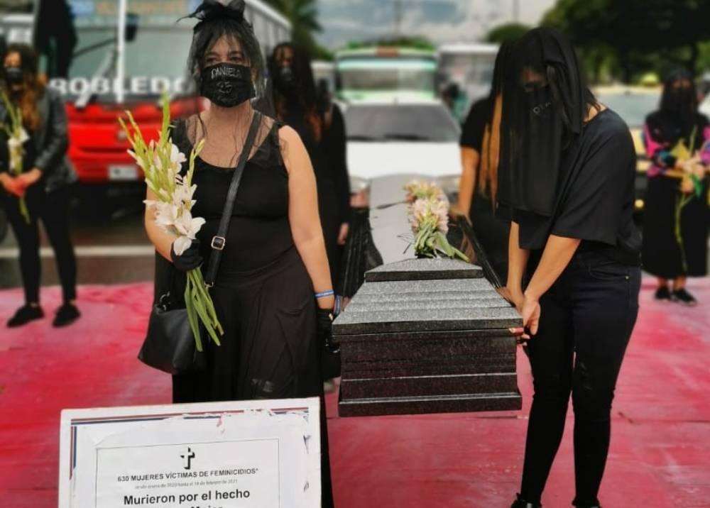 Protesta en Medellín en el Día Internacional de la Mujer