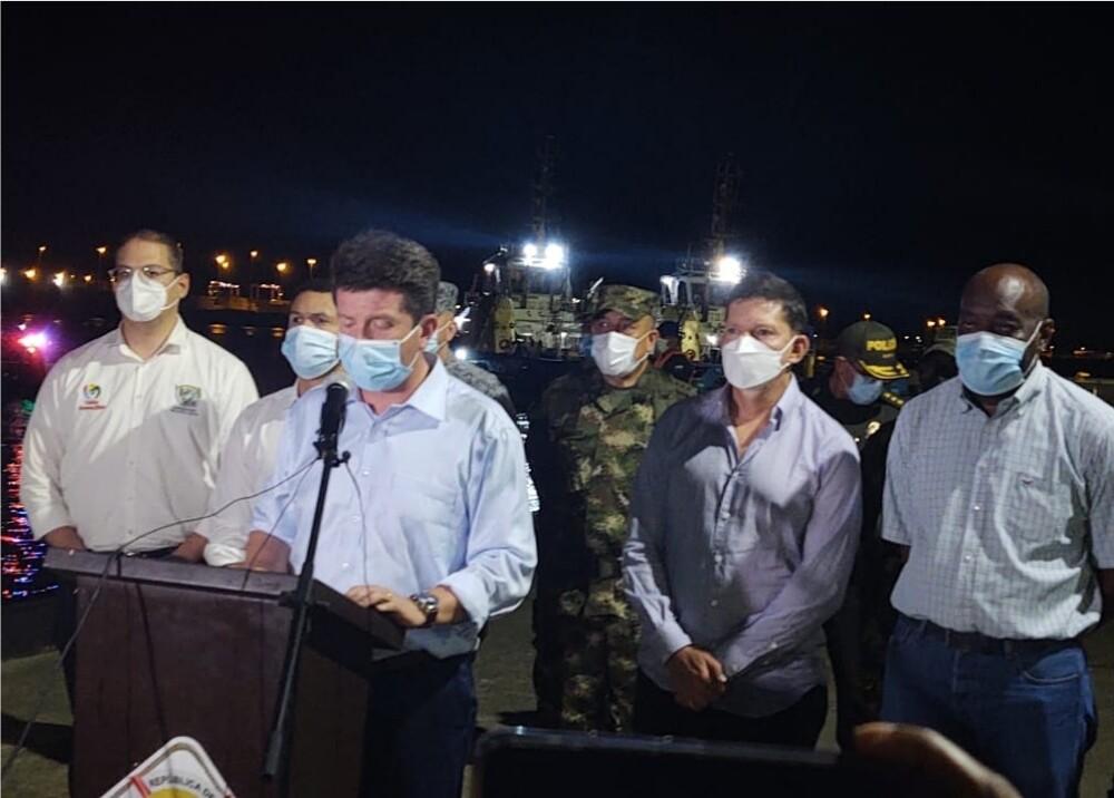 Ministro de Defensa Foto Alcaldía Buenaventura.jpg