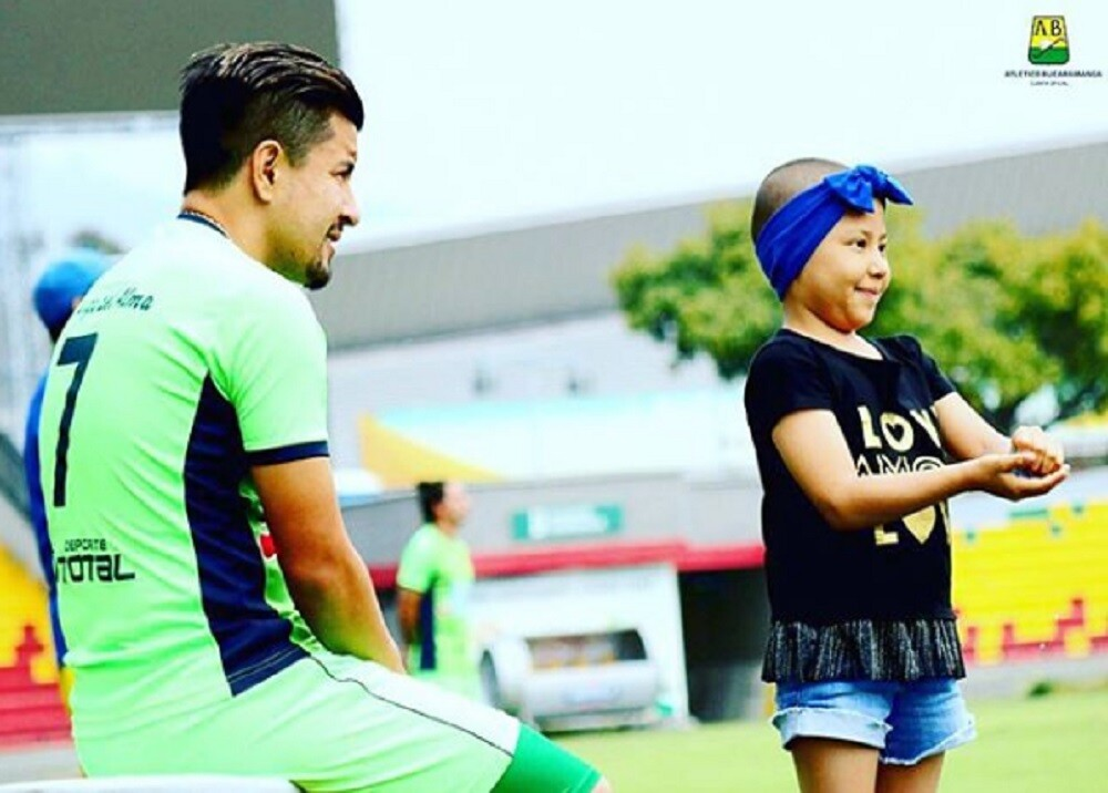 329927_BLU Radio. Sherman Cárdenas y su hija Shenoa/ foto: Club Atlético Bucaramanga.