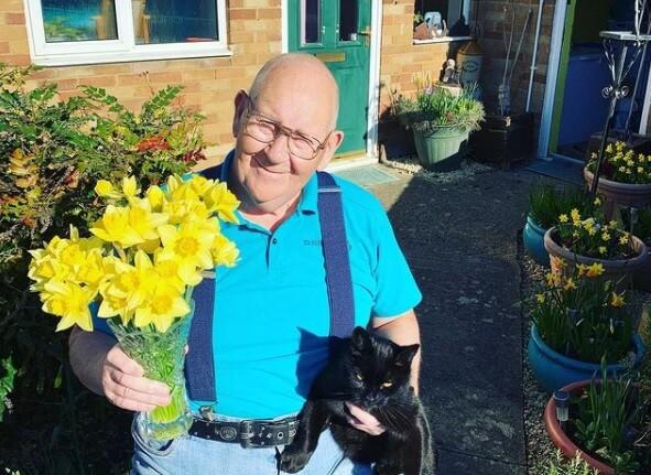 Jubilado británico viral en redes sociales por sus fotograf