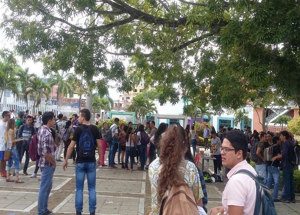 272263_Foto estudiantes universitarios UIS