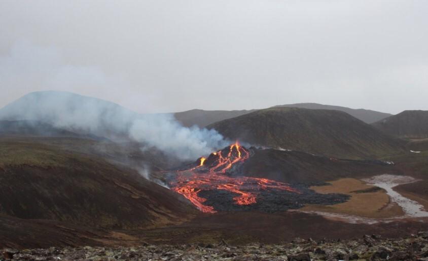 erupción volcan Isalndia .jpg