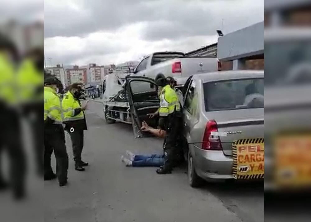 Conductora mordió a patrullera de la Policía cuando le iban a inmovilizar el carro.
