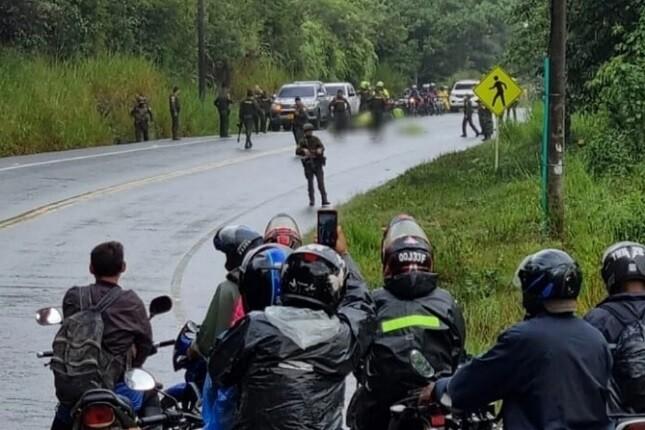 Asesinan a dos policías durante emboscada en la vía Panamericana entre Popayán y Cali