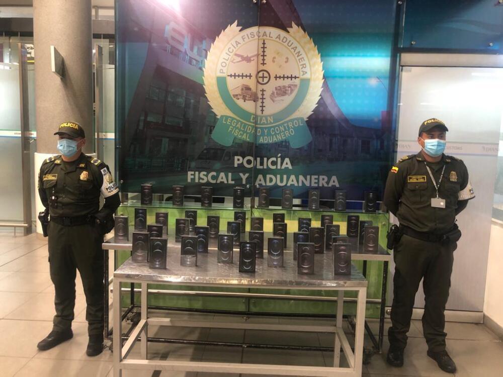 iPhones 12 decomisado en El Dorado : Foto Policía Fiscal y Aduanera.jpeg