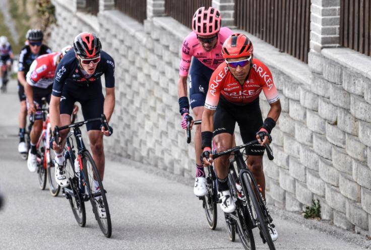 Nairo Quintana atacando en la etapa 2 del Tour de los Alpes. Getty Images.