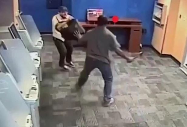 agresión con hacha en cajero