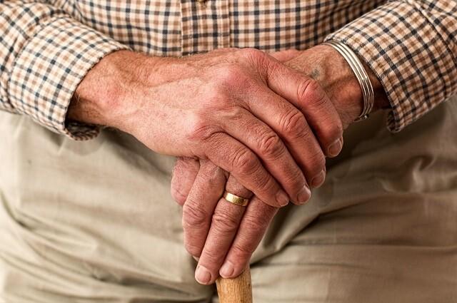 Criminales amordazaron a un adulto mayor en Argentina y lo robaron