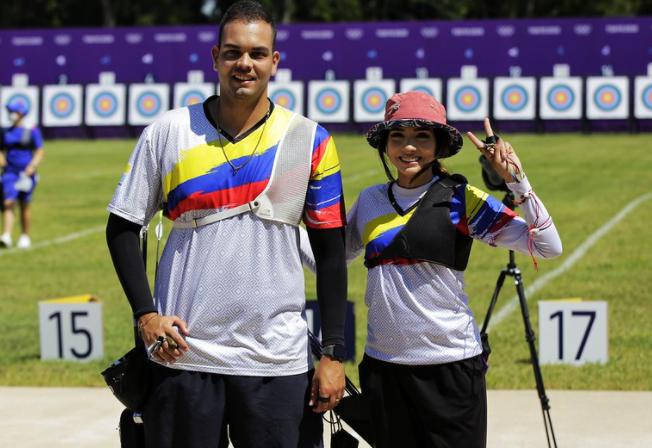 Daniel Pineda y Valentina Acosta disputarán las competencias individuales del tiro con arco de los Juegos Olímpicos.
