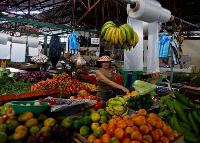 366846_Plaza de mercado // Foto: Referencia AFP