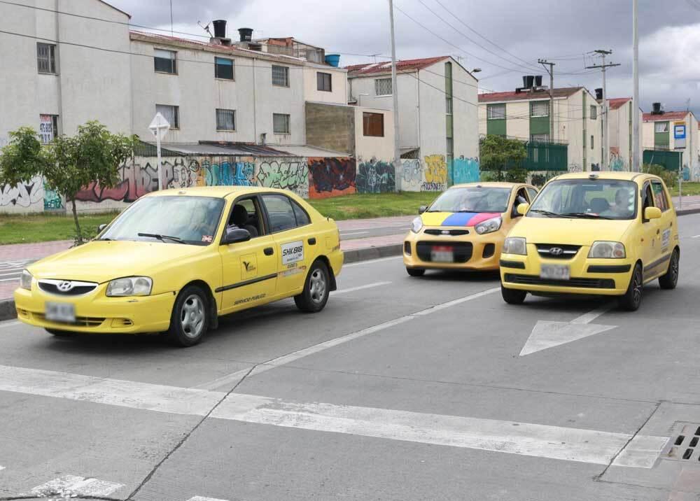 307102_BLU Radio. Taxistas en Bogotá / Foto: Twitter Sector Movilidad.